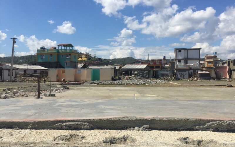 Hurricane Matthew makes landfall as residents seek shelter from massive winds